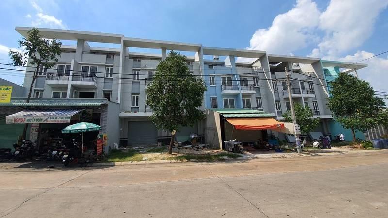 """Vụ đặt cọc mua bán 20 căn nhà trên 16 """"sổ đỏ"""": 12 khách đã hủy hợp đồng đặt cọc, nhận tiền trả lại"""
