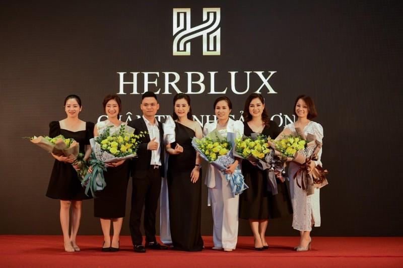 """Nữ doanh nhân Nguyễn Thị Việt Hà: Luôn trung thành với triết lý kinh doanh """"2 thật, 3 tốt"""""""