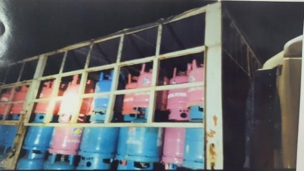 Một hình ảnh cho thấy ngày 25/8/2020 Cty Liên Quảng Thành mang vỏ chai LPG của Cty Hưng Long đi tiêu thụ.