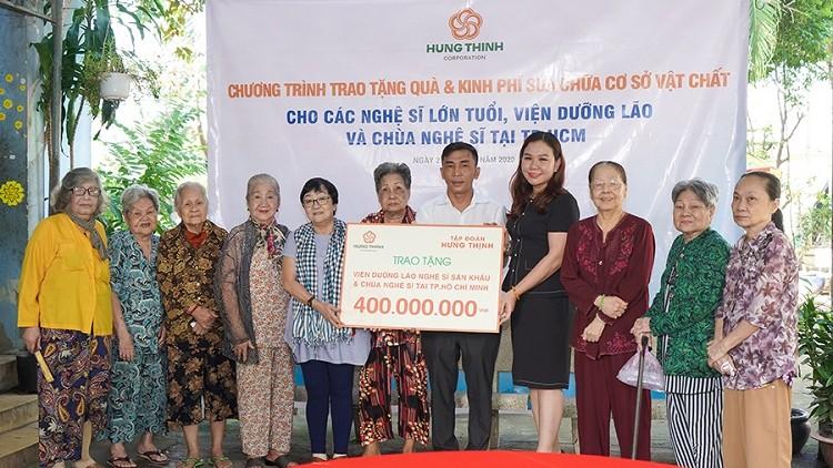 Bà Huỳnh Thị Xuân Hiếu (thứ tư từ phải sang) - Phu nhân ông Nguyễn Văn Cường - Phó Chủ tịch HĐQT của Hưng Thịnh Group cũng tham gia chương trình (Ảnh: Hưng Thịnh Group)