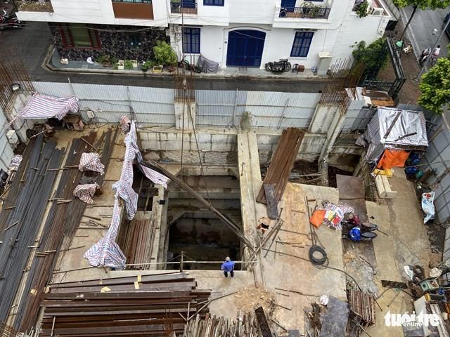 Nhà phố có đến 4 tầng hầm thời điểm đang xây dựng hầm - Ảnh: Quang Thế