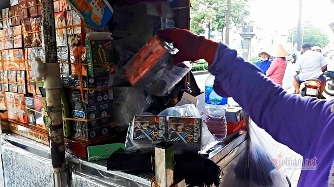 Phố bán 'thần dược sung sướng', hướng dẫn 'bẫy tình' ở Sài Gòn