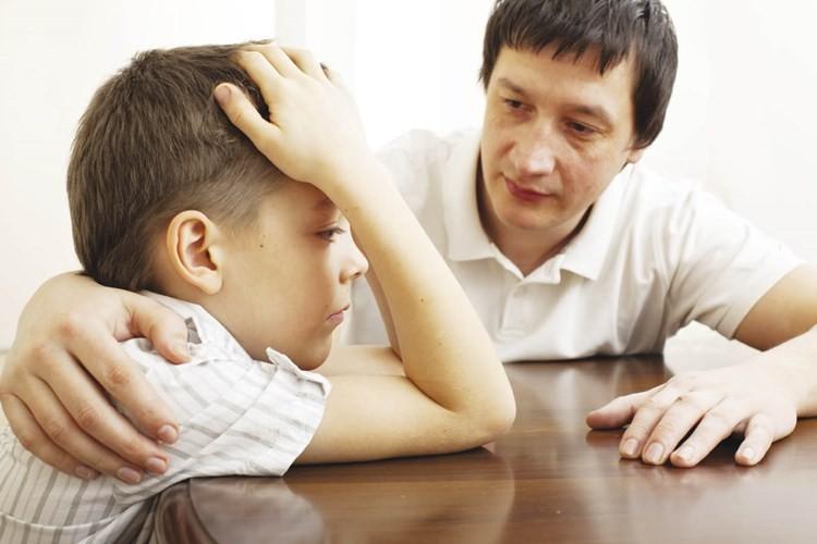 Dạy trẻ kiểm soát cảm xúc bản thân.