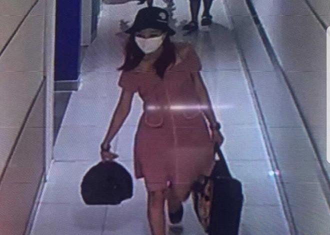 Phùng Thị Thắng bị camera an ninh ghi hình.