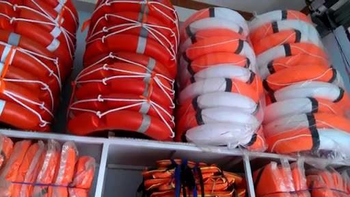Phao cứu sinh đang được các tổ chức, cá nhân làm thiện nguyện đặt mua để chuyển đến miền Trung.