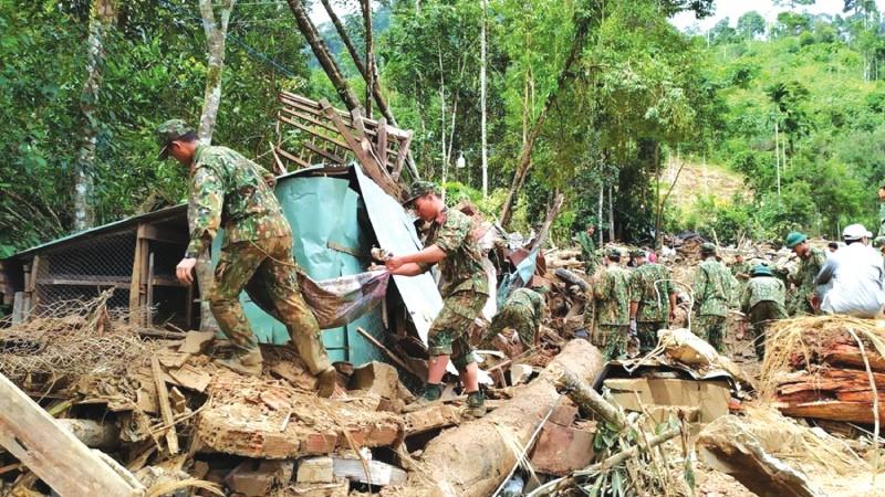 Khẩn trương tìm kiếm những người còn mất tích lại xã Trà Leng.