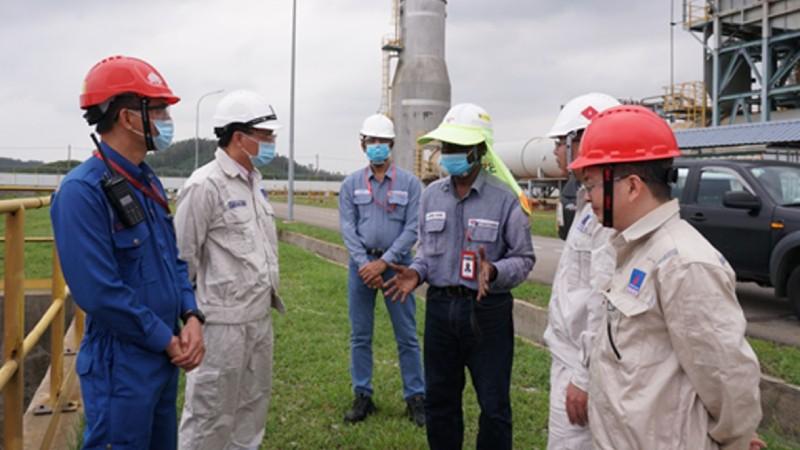 Công ty cổ phần Lọc dầu Bình Sơn bàn phương án đối phó bão số 9.