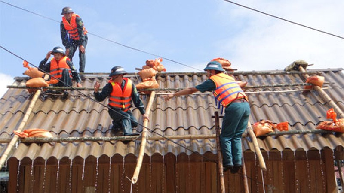 Tổ chức chằng chống, gia cố nhà cửa hạn chế thiệt hại do bão