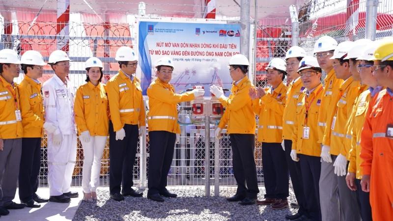 Nghi thức khởi động đón nhận dòng khí đầu tiên từ mỏ Sao Vàng đến đường ống Nam Côn Sơn 2.
