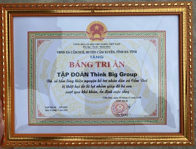 Chủ tịch HĐQT Lộc Sơn Hà Land - Think Big Group Nguyễn Mạnh Hà nhận bằng khen của huyện vì công tác thiện nguyện