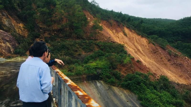 Điểm sạt lở phía hạ lưu vai trái đập thủy điện Hương Điền, tỉnh Thừa Thiên - Huế.