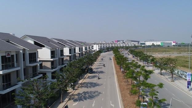 An Vượng Villa đang được hoàn thành, nằm trên trục đường Ngô Thì Nhậm và ngay cạnh Aeon Mall.