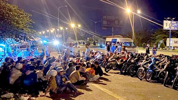 Hơn 100 thanh thiếu niên chặn cầu Cần Thơ đua xe trái phép