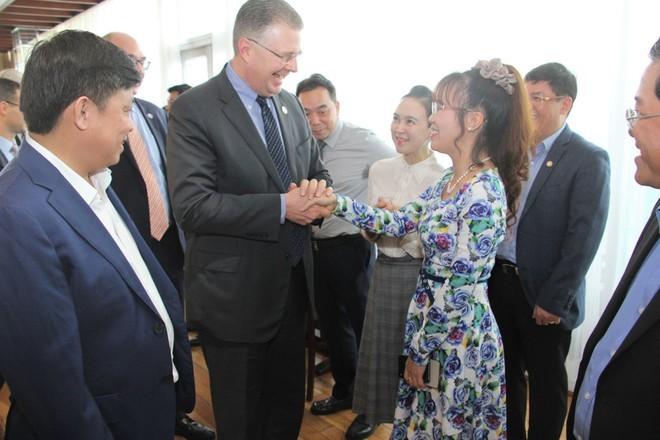 Đại sứ Hoa Kỳ thăm và làm việc với HD Bank, Vietjet - ảnh 1