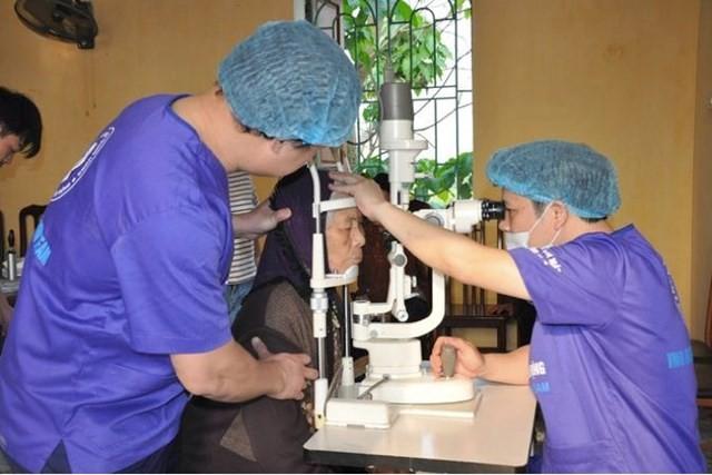 Bệnh viện mắt trung ương phối hợp với Sở Y tế tỉnh Thái Bình khám, phẫu thuật đục thể thủy tinh bằng phương pháp Phaco miễn phí cho 200 bệnh nhân thuộc các diện chính sách và bệnh nhân có hoàn cảnh khó khăn.