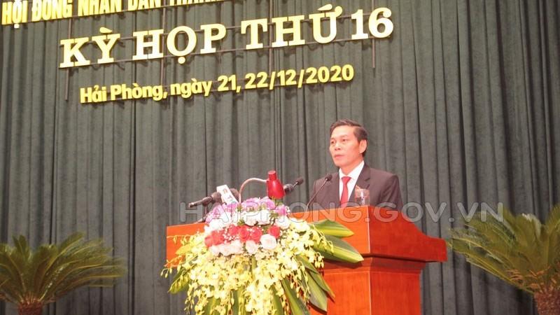 Chủ tịch UBND TP Nguyễn Văn Tùng trả lời chất vấn.