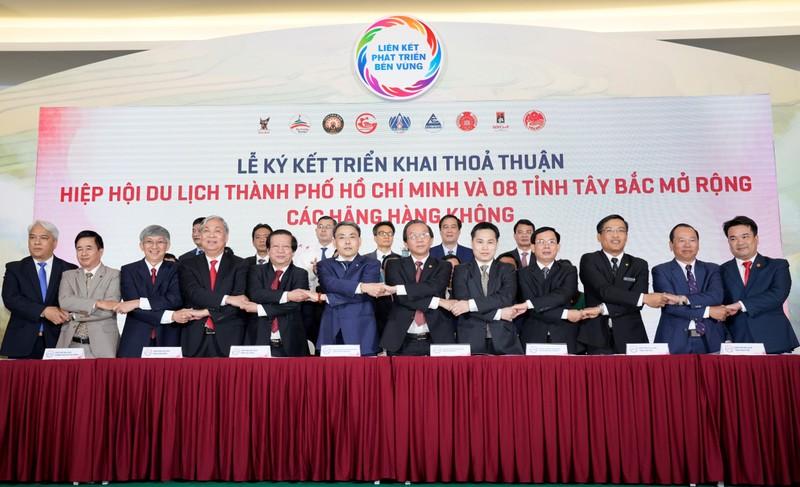 Vietjet cùng TP.HCM liên kết phát triển các vùng du lịch nổi bật khắp Việt Nam