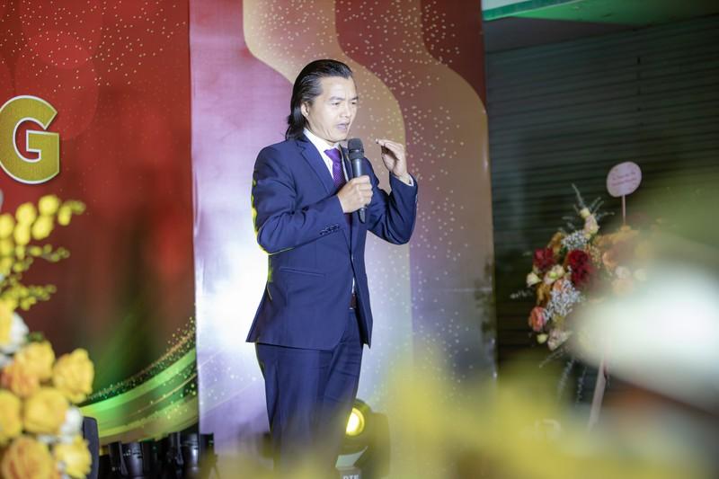 Chuyên gia rượu vang Alex Thịnh