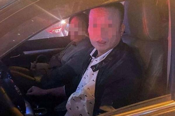 Người đàn ông được cho là đánh thanh niên vì bị nhắc nhở khi dừng xe quá lâu.