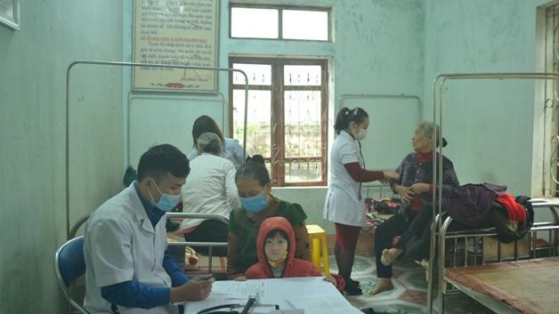 Chăm sóc sức khỏe cho người dân sau trận lũ lịch sử tháng 10