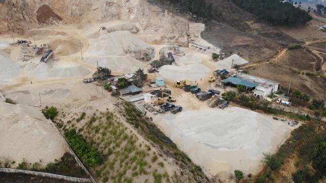 """Mỏ đá Phương Nhung dấu hiệu gây ô nhiễm: Nhiều năm dân kêu cứu, huyện vẫn """"chưa nghe phản ánh nào"""""""