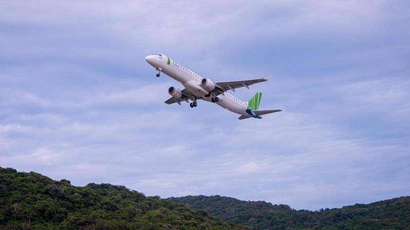 Sôi động thị trường hàng không nội địa