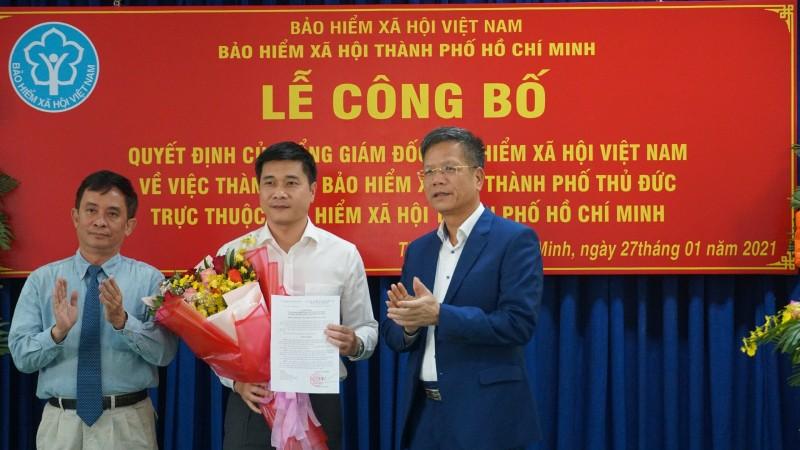 Phó Tổng Giám đốc BHXH Việt Nam trao Quyết định thành lập BHXH TP Thủ Đức