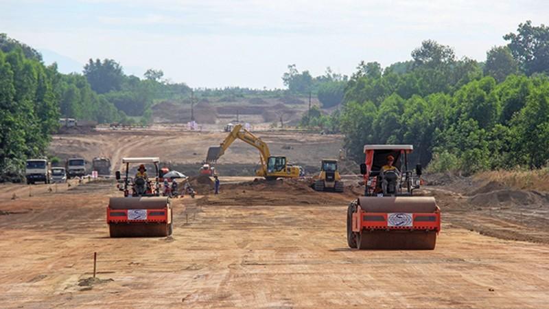 Xây dựng cao tốc Bắc - Nam phía Đông: Nguy cơ khan hiếm vật liệu xây dựng