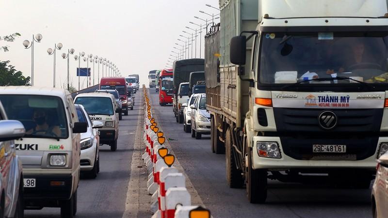 Tình trạng ùn tắc trên cầu Thanh Trì thường xuyên xảy ra.