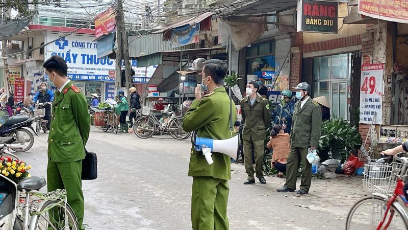 Lực lượng công an có mặt trên các tuyến đường để đảm bảo an ninh trật tự trong dịp Tết Nguyên đán 2021.