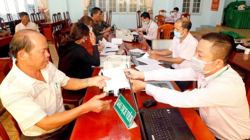 Một buổi giao dịch cho vay tại điểm giao dịch thị trấn Krông Năng, huyện Krông Năng, Đắk Lắk.