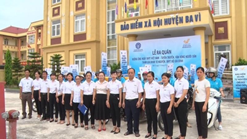 Lễ ra quân tuyên truyền, vận động người dân tham gia BHXH tự nguyện, BHYT hộ gia đình tại BHXH huyện Ba Vì.
