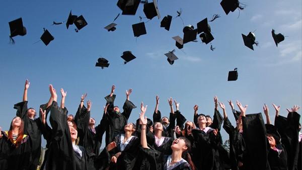 Sinh viên mới ra trường có cơ hội thi tuyển vào ngành Tòa án không?