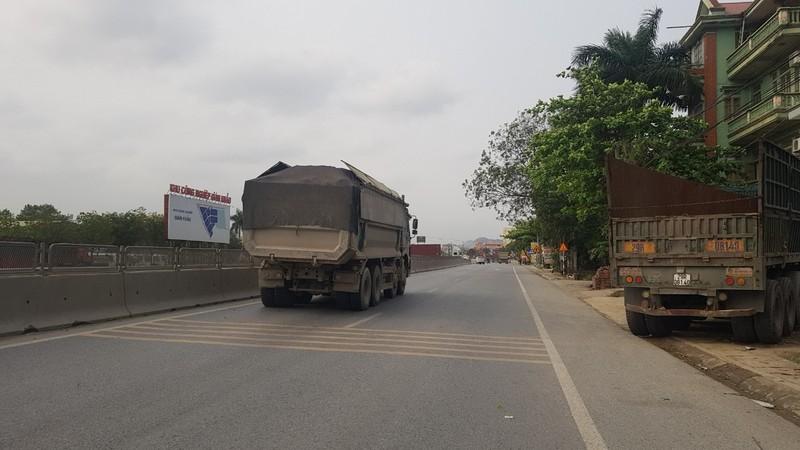 Người dân Ninh Bình 'kêu trời' vì xe quá khổ, quá tải