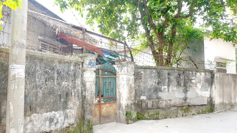 Các ngôi nhà cũ kỹ, xuống cấp nhưng không thể sửa vì chờ dự án giải tỏa.