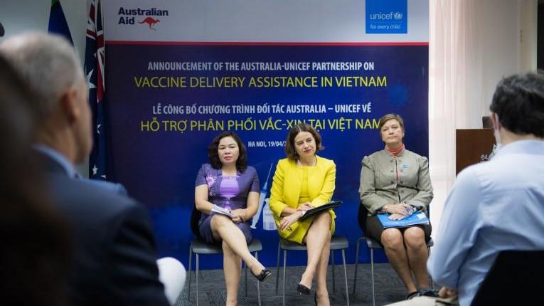 Việt Nam tiếp nhận 13,5 triệu đô-la Úc để tiêm vaccine