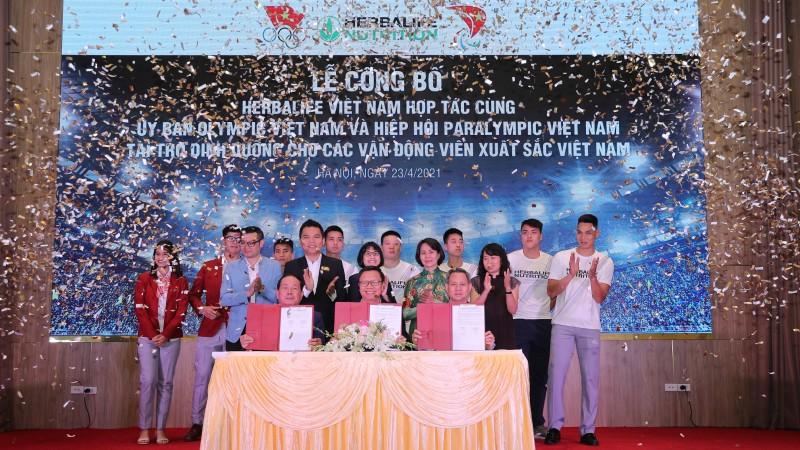 Herbalife Việt Nam tài trợ sản phẩm dinh dưỡng cho các VĐV Việt Nam xuất sắc 2021