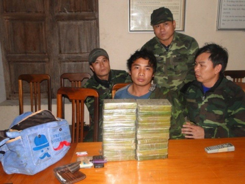 BĐBP Nghệ An: Bắt đối tượng vận chuyển 20 bánh heroin