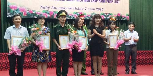 """Trao giải cuộc thi viết """"Tìm hiểu Hiến pháp Nước CHXHCN Việt Nam"""""""