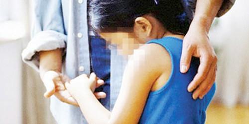 Mang cá sang biếu, bé gái 10 tuổi bị ông lão hàng xóm làm hại?