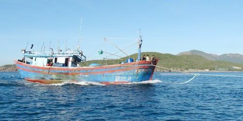 8 thuyền viên được bộ đội biên phòng cứu sống