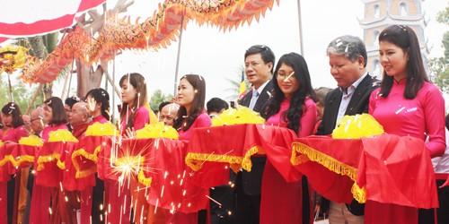 Bộ trưởng Hà Hùng Cường dự lễ khánh hạ, đón nhận bằng di tích Quốc gia chùa Hoằng Phúc