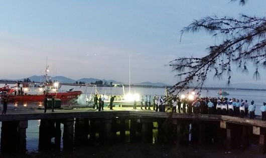 Tổ chức Lễ tang theo nghi thức Quân đội nhân dân cho Phi công Trần Quang Khải