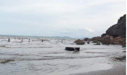 Về hè tắm biển, nữ sinh 13 tuổi bị đuối nước