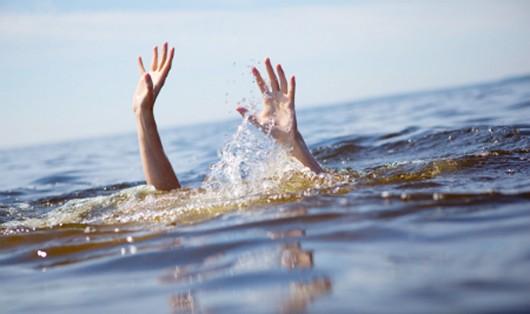 Ba chị em nữ sinh chết đuối khi tập bơi