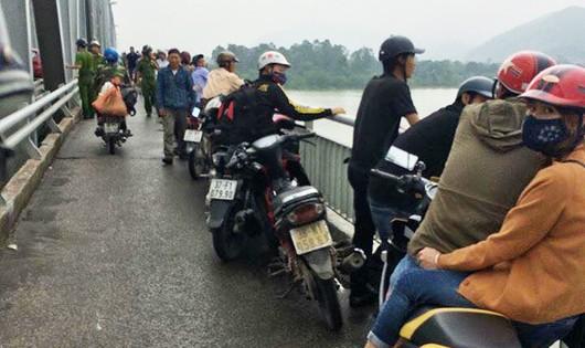 Cứu một phụ nữ chới với giữa dòng sông Lam