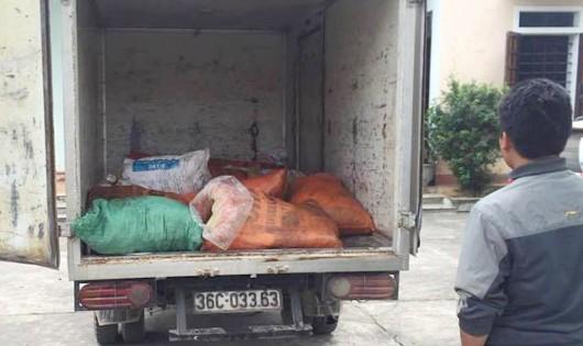 Bắt xe tải chở hơn 400kg  mỡ động vật không rõ nguồn gốc