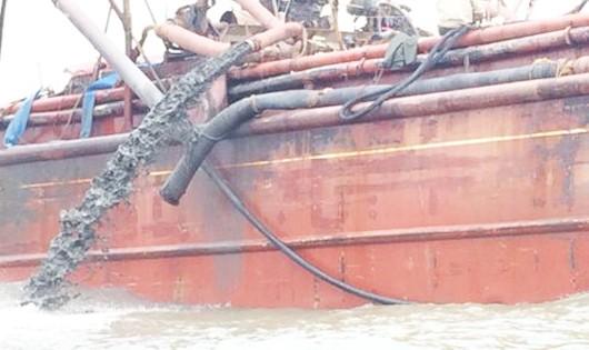 Vùng biển tàu xả bùn có thông số chất thải rắn lơ lửng vượt 2,78 lần