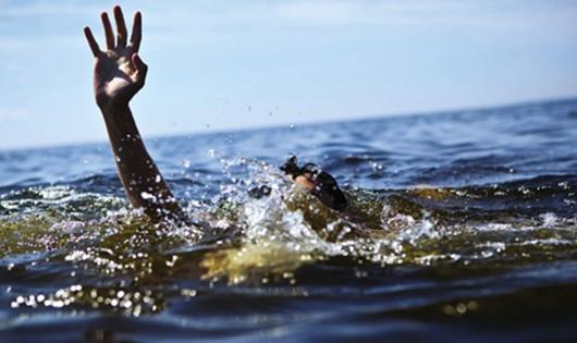 Nam sinh tử vong khi tập bơi trên sông