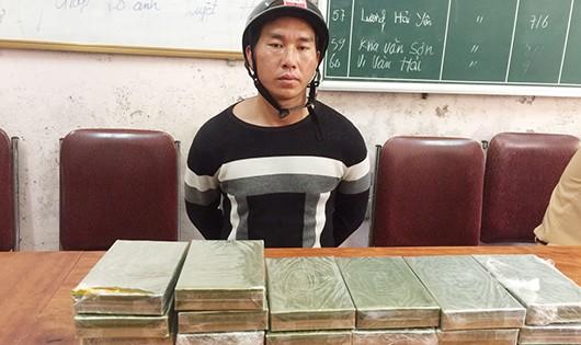 Bắt đối tượng vận chuyển 20 bánh heroin từ Lào về Việt Nam